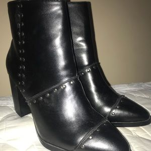 Gorgeous Report block heel studded boot